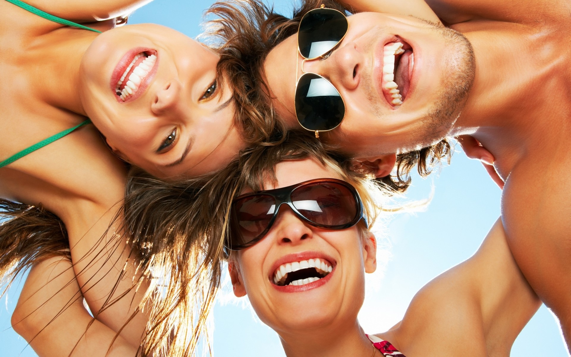 people__beach__sky__fun_summer_mood_glasses_face_eyes_smile_women_females_girls_men_males_embrace_1920x1200